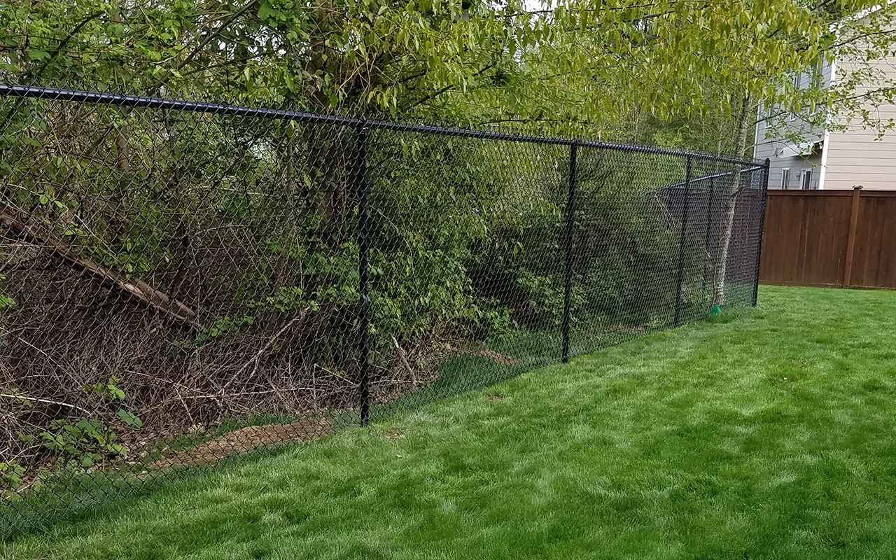 black-chainlink-fence3
