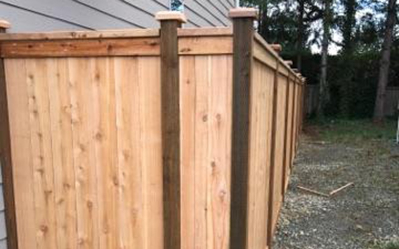 top-rail-capped-fence7